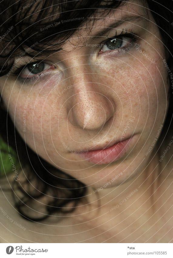 Fifty - Fifty, Gut - Böse, Pore Macht Sommersprossen unzählig trocken furchtbar Porträt privat böse Trauer ernst Beautyfotografie hässlich Lippen Wange