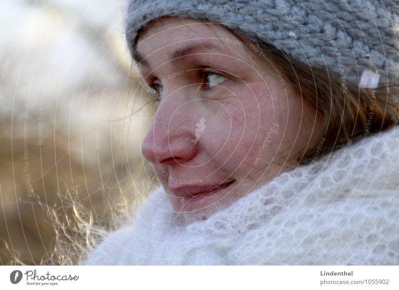 Berlin Portrait F#2 Mensch feminin Frau Erwachsene Kopf Gesicht 1 blond Winter Mütze Zwanziger Jahre lachen Porträt Farbfoto Außenaufnahme Tag Freundlichkeit