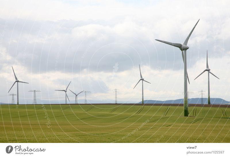 Windkraft Energiewirtschaft Erneuerbare Energie Windkraftanlage Industrie Himmel Wolken Gras Wiese Feld frei groß hoch lang Geschwindigkeit gelb grün Kraft