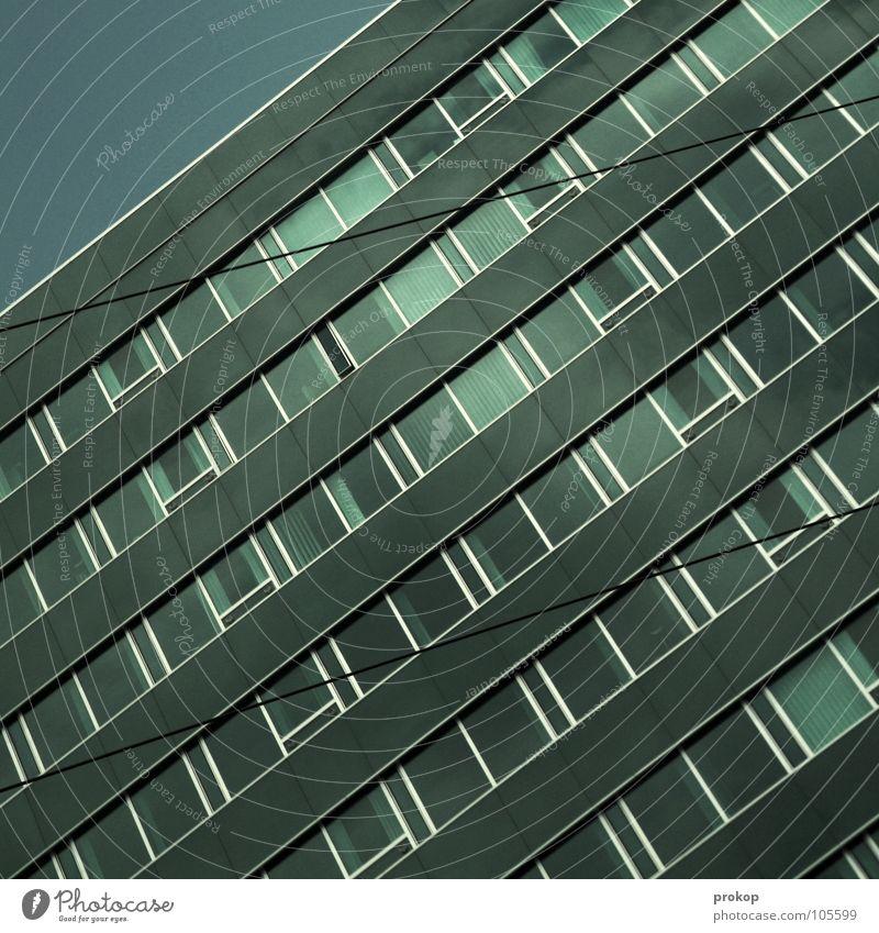 Weniger Geometrie schön Himmel Haus Arbeit & Erwerbstätigkeit Fenster Traurigkeit Mauer Linie Erfolg Beton Hochhaus verrückt Fassade Trauer modern