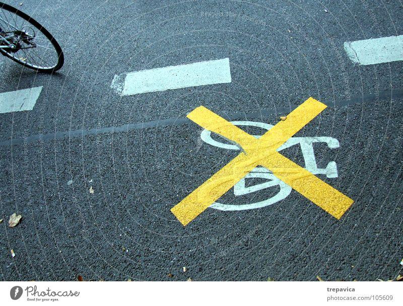 verbot weiß gelb Straße Linie Fahrrad Beton Ordnung Bodenbelag Hinweisschild Verbote Straßennamenschild ignorieren Verbotsschild