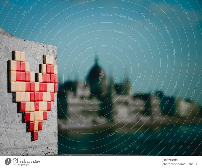 Liebe in Budapest Freude Ferne Frühling Stein groß Kreativität Herz historisch Kitsch Ziel Kunststoff nah Wolkenloser Himmel Verliebtheit Sehenswürdigkeit