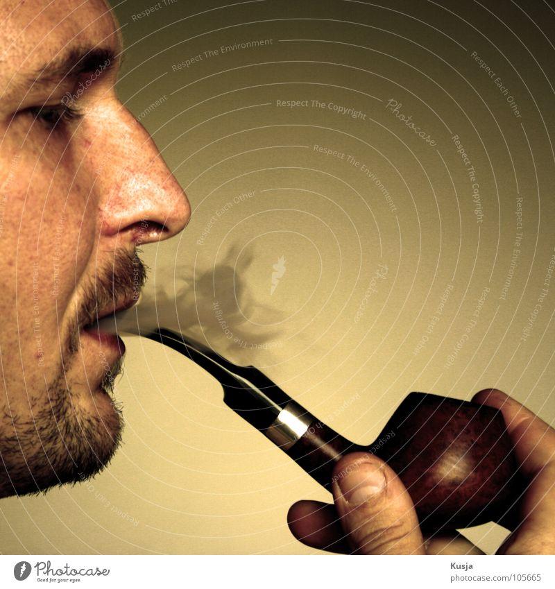 Konstantin Mann rot gelb braun Nase Finger Rauchen Bart genießen Tabak Trillerpfeife