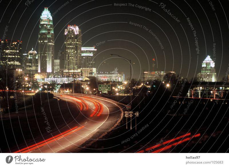 Charlotte, N. C. North Carolina Stadtzentrum Nacht Hochhaus Mecklenburg County Bank of America Interstate Autobahn