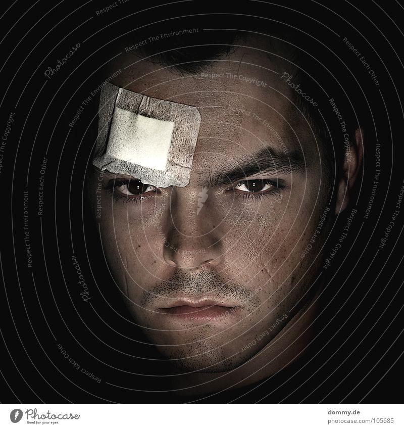 nach dem kampf... Mann schwarz Gesicht dunkel Haare & Frisuren Angst Nase Ohr Lippen Wut Schmerz Bart Am Rand kämpfen Panik Ärger