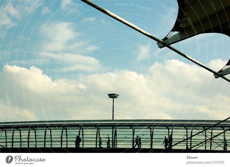 Business as Usual Stress gehen Parkhaus Laterne Wolken Dach Geometrie Schweben geschäftlich Stadtleben Pendler Tunnel Verkehr Fußgänger München