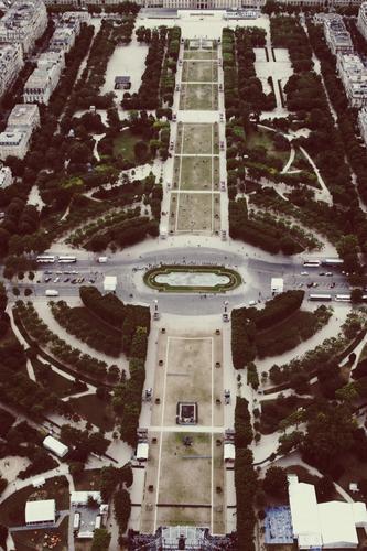 Runter vom Turm Wasserfahrzeug Ausflug Aussicht Brücke Sehenswürdigkeit Höhenangst Frankreich Schifffahrt Stahl Paris Tower (Luftfahrt) Französisch Rundfahrt