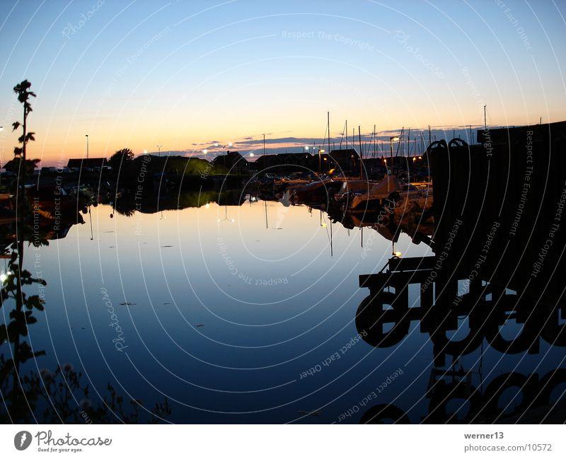 hafenstimmung in schweden Abenddämmerung Segelboot Steg Bohuslän Meer Sonnenuntergang Europa Schweden Hafen Hunnebostrand Wasser