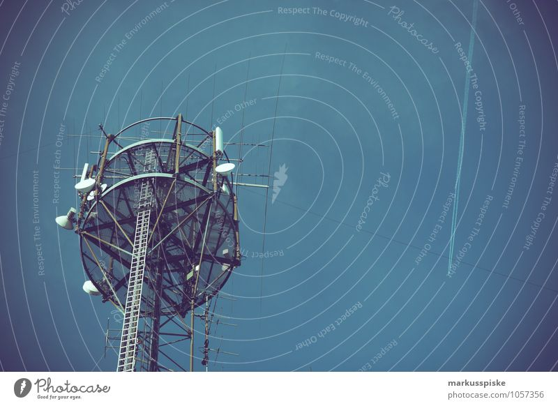 big brother is near to you Stadt Business Technik & Technologie Telekommunikation Industrie Macht Telefon Kabel Internet hören Handy Dienstleistungsgewerbe