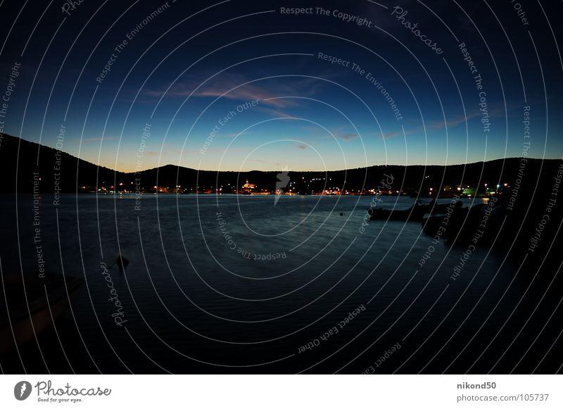Vinisce 1 Meer Kroatien schwarz Nacht Ferien & Urlaub & Reisen Wasserfahrzeug Haus Dorf Reflexion & Spiegelung dunkel Hügel blau Bucht Licht Berge u. Gebirge