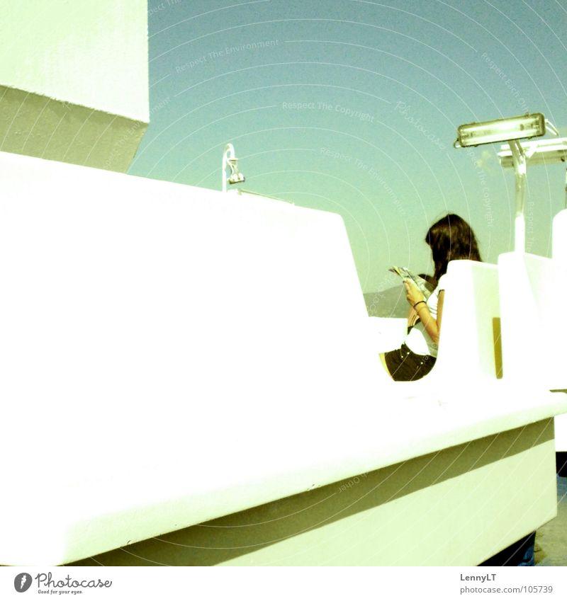 OVEREXPOSED Himmel Sommer Ferien & Urlaub & Reisen Erholung Zufriedenheit Buch lesen Schifffahrt Fähre Pastellton Medien Überfahrt unaufmerksam