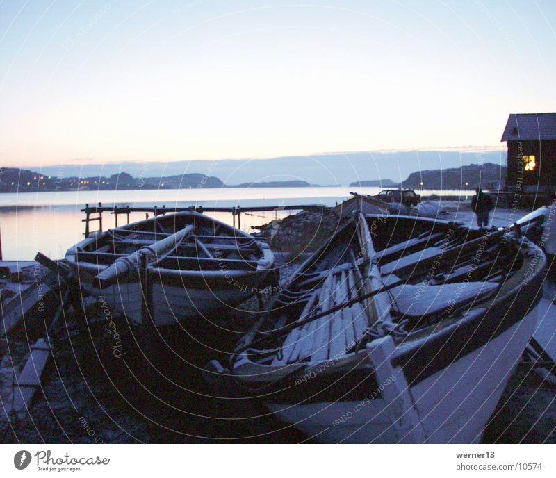 schweden - boote im winter Wasser Meer ruhig Schnee Wasserfahrzeug Stimmung Europa Steg Schweden Ruderboot Winterstimmung Westküste Bohuslän