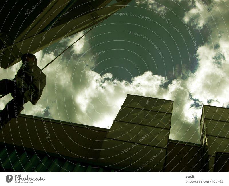 großstadtabseilen pt.1 Aktion Kerl Freak Stadt alternativ Kletterseil Halt befestigen Haken Gurt Wolken schlechtes Wetter Einkaufszentrum Parkplatz Parkhaus
