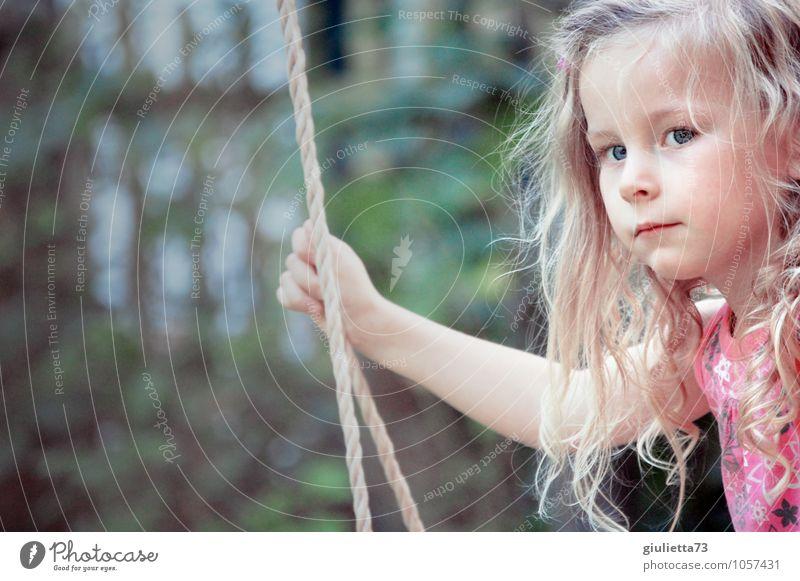 Ein Goldstück für deine Gedanken! Mensch Kind Natur schön grün Sommer Einsamkeit Mädchen Auge feminin Denken Haare & Frisuren Garten Kopf rosa träumen