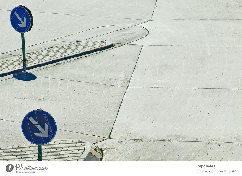 hauptsache geregelt im plattenbau blau Einsamkeit Straße grau Wege & Pfade Schilder & Markierungen frei Platz trist Dresden Pfeil Hinweisschild Verkehrswege