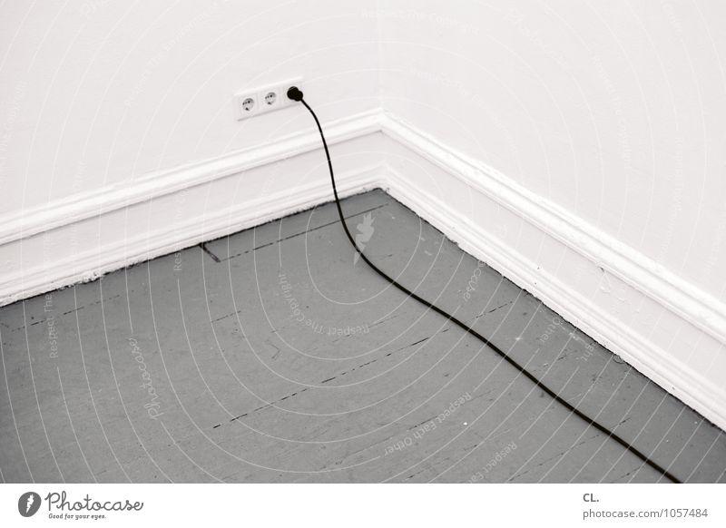 lange leitung Häusliches Leben Wohnung Raum Kabel Steckdose Stecker Mauer Wand Holzfußboden grau weiß Energie Farbfoto Gedeckte Farben Menschenleer