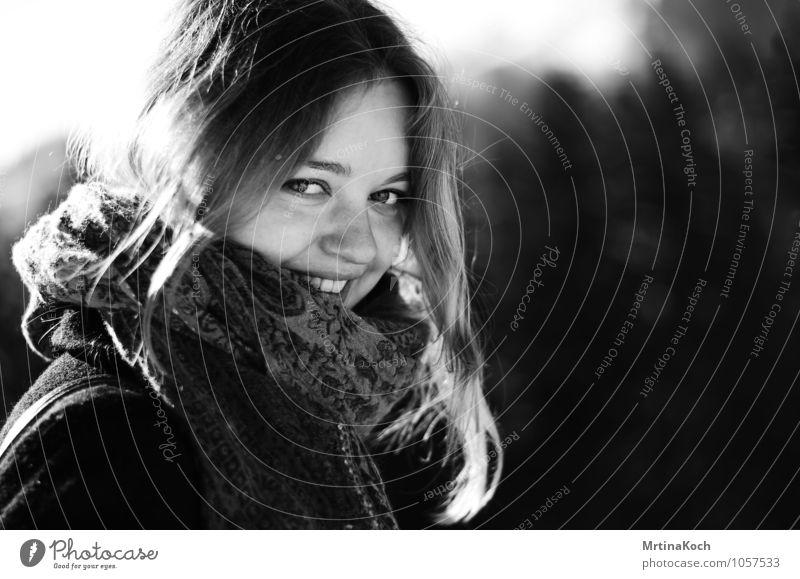 waking light. Mensch Frau Jugendliche Sonne Junge Frau Freude 18-30 Jahre Winter kalt Erwachsene Herbst feminin Glück Kopf Freundschaft blond
