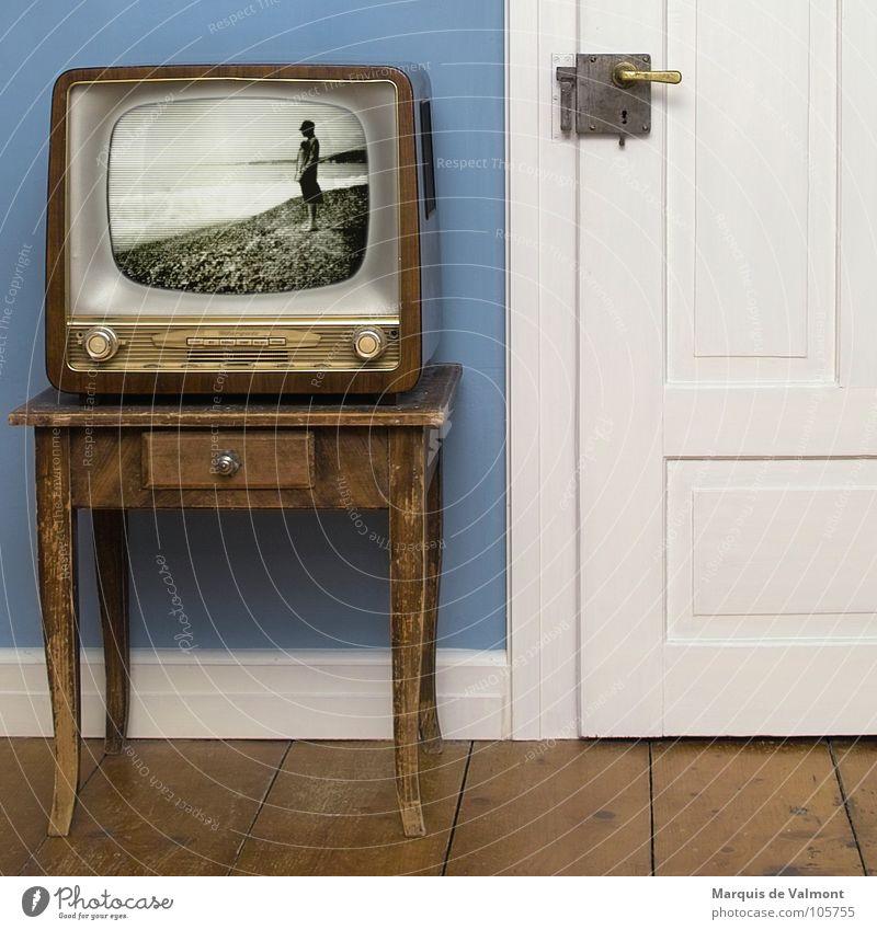 Vertigo... Frau alt blau weiß Strand Meer Farbe Erwachsene Stil Tür Wohnung Design Innenarchitektur Tisch Häusliches Leben Technik & Technologie