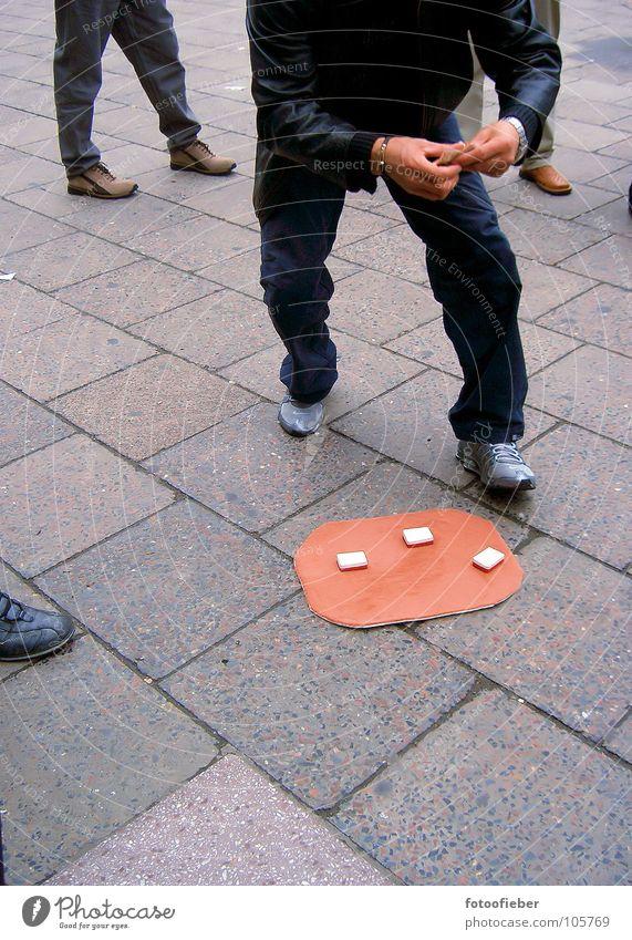 spiel mit mir Spielen Trick verlieren Freude Straße abzocke hütchenspieler halbwelt fuffi betrügen