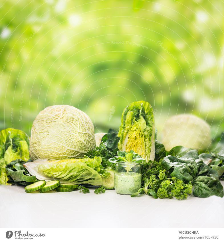 Grünes Gemüse und Smoothie im Glas Lebensmittel Salat Salatbeilage Kräuter & Gewürze Ernährung Frühstück Bioprodukte Vegetarische Ernährung Diät Getränk Saft