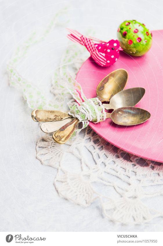 Alte löffel auf der Teller mit Osterei Pflanze gelb Frühling Stil Feste & Feiern Hintergrundbild Vogel rosa Design Dekoration & Verzierung Tisch retro Symbole & Metaphern Ostern Küche Tradition