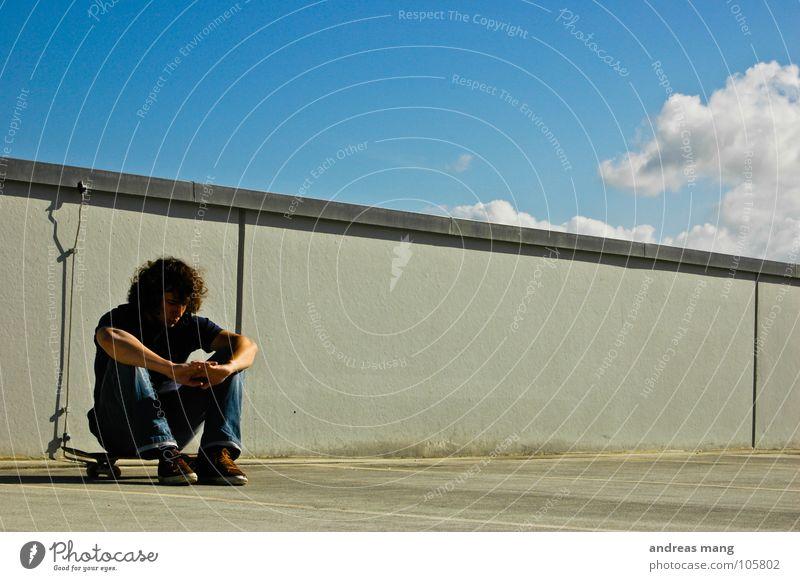 So das wars... Himmel Mann blau Wolken Erholung Mauer warten sitzen Skateboarding fertig