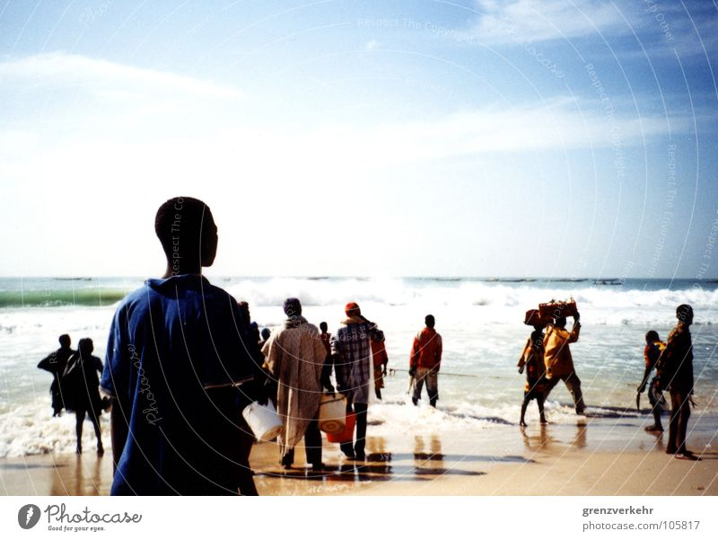 Atlantikfischer Schatten Silhouette Strand Meer Arbeit & Erwerbstätigkeit Küste tragen Fischer Afrika Westafrika Mauretanien Nouakchott Fischereiwirtschaft