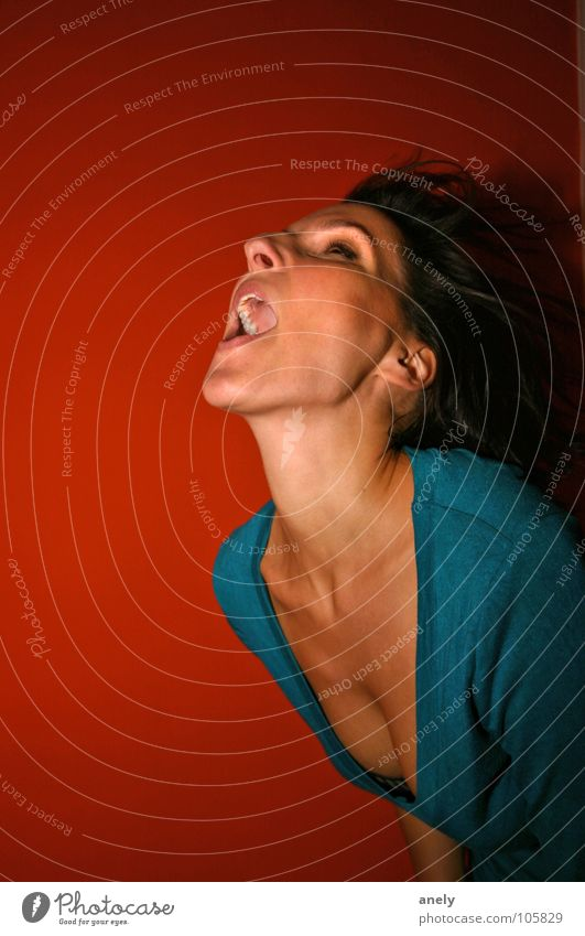 Explouschn Frau grün rot Freude sprechen Wand Gefühle Bewegung orange schreien Leidenschaft türkis Gegenwind