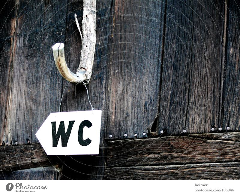dringendes Bedürfnis Holz Haken Buchstaben Schriftzeichen Hinweisschild Schilder & Markierungen aufgehängt Toilette Scheune Wegweiser