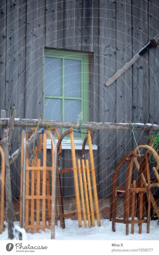 Rodln Freude Winter kalt Sport Schnee Spielen Stimmung Tourismus Freizeit & Hobby Schneefall Wetter Eis Frost Hütte Tradition Wintersport