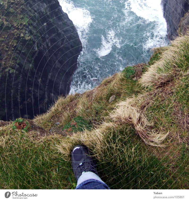 The scary place Meer Strand Küste Wellen Wind Angst Nebel Vergänglichkeit Niveau Am Rand Panik Klippe Selbstmord Gischt Republik Irland Atlantik