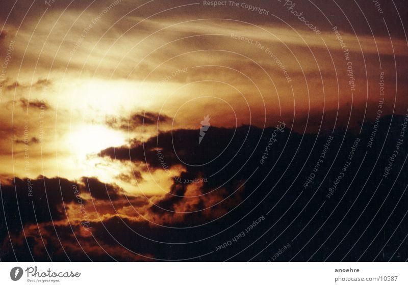 Abendwolken über der Nordsee Sonnenuntergang Wolken Abenddämmerung