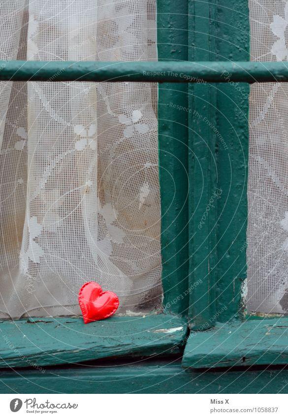 am Fenster Dekoration & Verzierung Kitsch Krimskrams Herz Gefühle Stimmung Liebe Verliebtheit Erotik Liebesaffäre Fensterscheibe Vorhang geschlossen