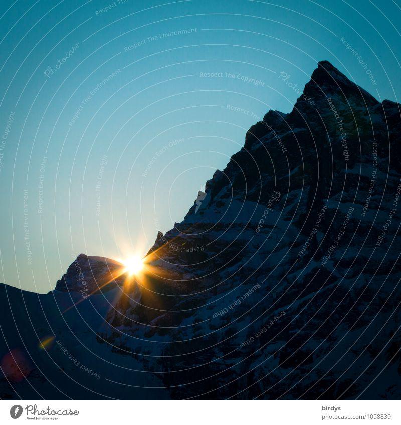 Alpenglühen Natur blau Sonne ruhig schwarz gelb Berge u. Gebirge glänzend orange leuchten ästhetisch Beginn Spitze Schönes Wetter Wandel & Veränderung Gipfel