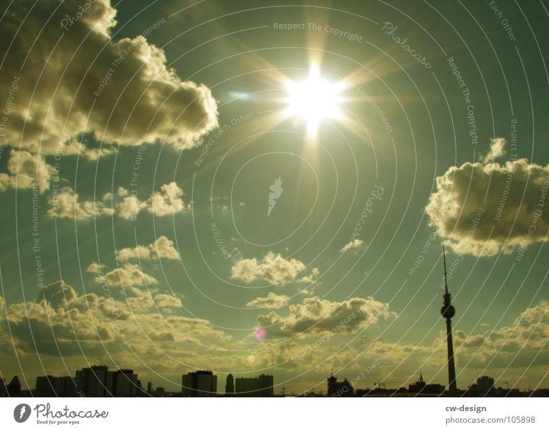 Jahrassic Soundbwoyz outta Berlin [Skyline] Himmel weiß Sonne Stadt blau schwarz Wolken Lampe dunkel springen Graffiti 2 Tanzen Kunst Architektur