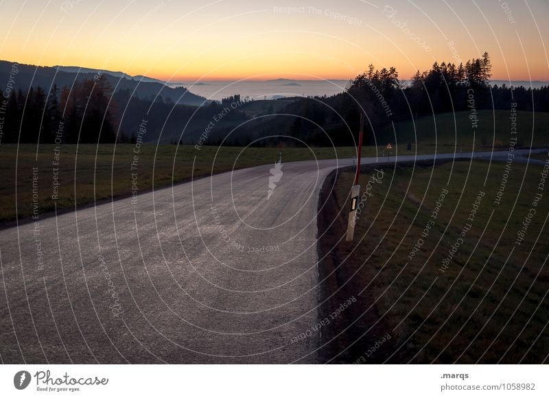 Heimweg Ausflug Abenteuer Natur Landschaft Wolkenloser Himmel Horizont Sonnenaufgang Sonnenuntergang Sommer Herbst Schönes Wetter Wiese Wald Hügel Verkehr