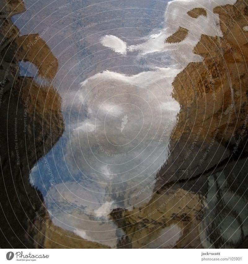 Spiegelung auf Glas im eigenen Land Wolken Gebäude träumen dunkel Verschwiegenheit ästhetisch Erfahrung Farbe Inspiration Surrealismus Wandel & Veränderung