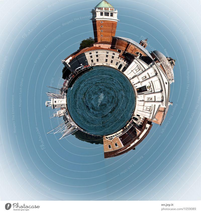 Reisefieber Mensch Ferien & Urlaub & Reisen Stadt blau weiß Wasser Meer Haus Gebäude Erde orange Tourismus Lebensfreude Kirche Italien rund