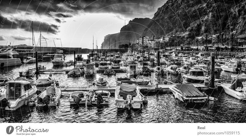 Hafen Ferien & Urlaub & Reisen Tourismus Ausflug Sightseeing Kreuzfahrt Urelemente Wasser Wolken Sommer Wellen Küste Meer Insel Madeira Klippe Calheta Hotel