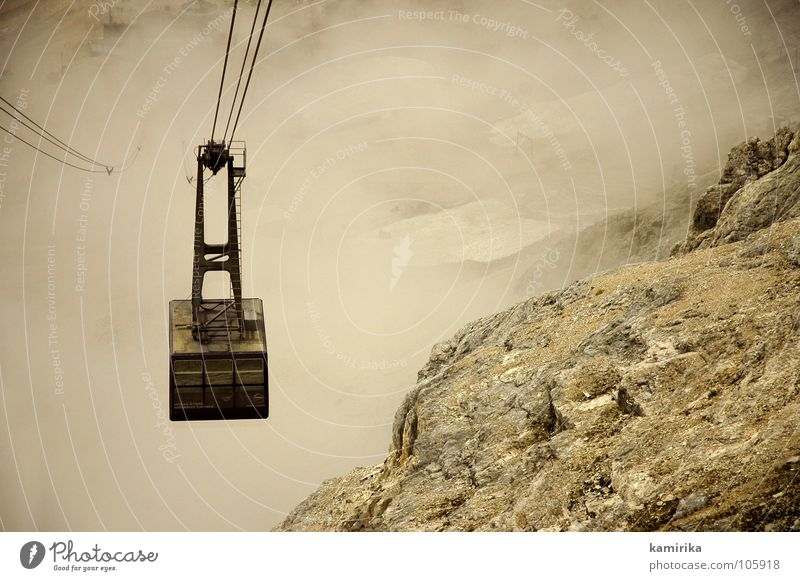 gletscherbahn Gletscher Glacier Nationalpark Wolken Nebel Seilbahn Bergsteigen Berge u. Gebirge zugsitze Alpen alps Felsen Empfehlung Spitze fog clouds Niveau