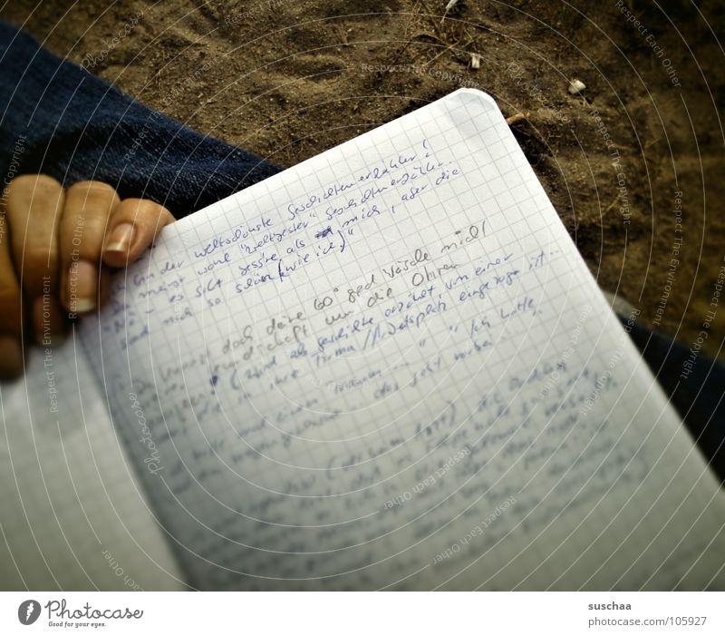 .. wenn's mir nur wieder einfallen würde ... Hand Buch planen Finger Papier Buchstaben schreiben Konzentration Schriftstück Seite Zettel Idee Gedanke Wort Text