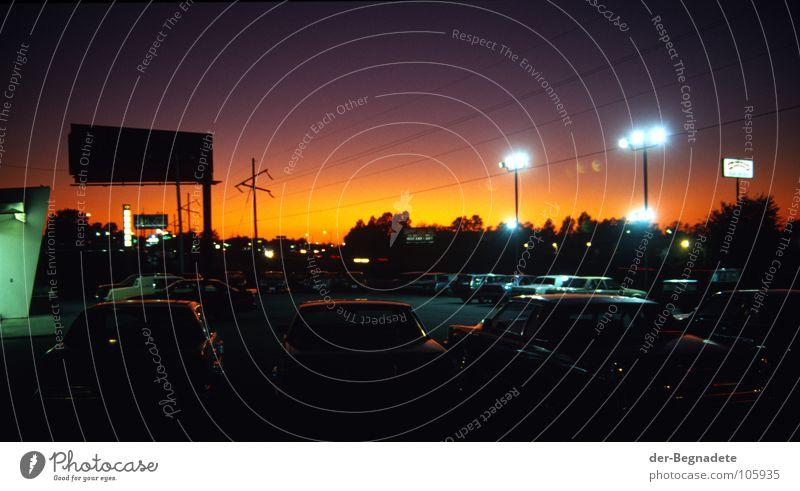 irgendwo in Missouri Himmel Ferien & Urlaub & Reisen dunkel PKW Lampe Beleuchtung Verkehr Pause USA Verkehrswege Mobilität Amerika Parkplatz Fernweh Nachtleben
