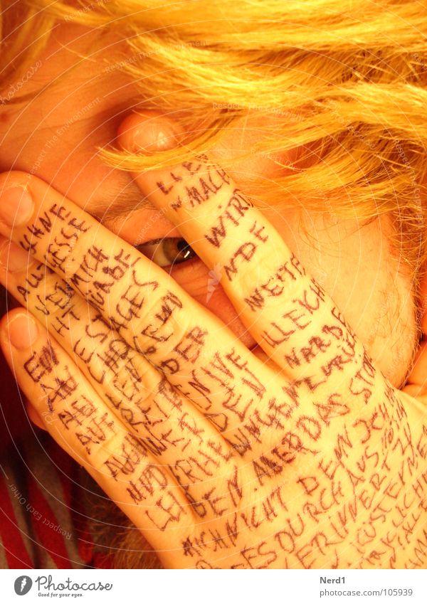 Kinki Mann Hand Auge Haare & Frisuren Angst blond gold Schriftzeichen Buchstaben Scham Text Erzählung Anschnitt Schriftsteller Kritzelei Großbuchstabe
