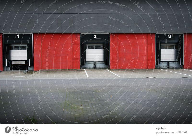 3, 2, 1...Verladen ! Gebäude Lagerhalle Parkplatz rangieren Gewerbe abholen Versand Verpackung Wand rot grau Arbeit & Erwerbstätigkeit Wochenende geschlossen