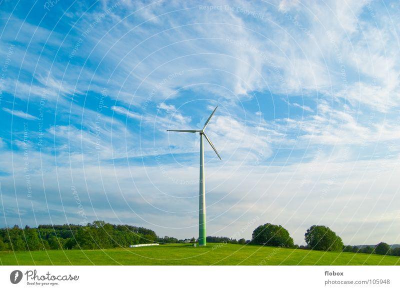 Windkraft Deluxe Natur grün Wolken Ferne Wiese Kraft dreckig Nebel Erde Industrie Energiewirtschaft modern Elektrizität Technik & Technologie Rasen Fabrik