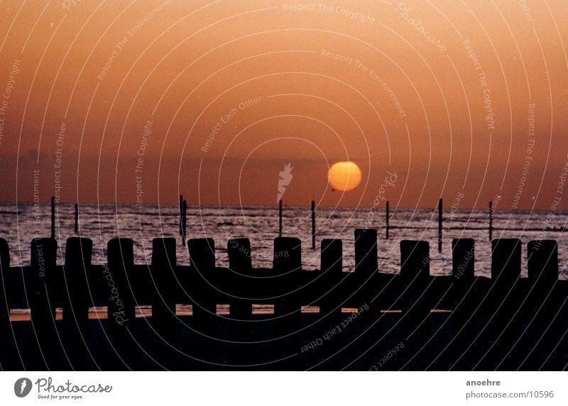 Wangerooge am Abend stehen Nordsee Buhne