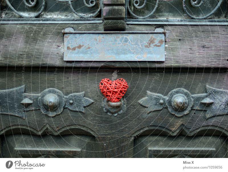 Herz in der Tür rot Gefühle Liebe Stimmung Dekoration & Verzierung Romantik Kitsch Verliebtheit Briefkasten Frühlingsgefühle Liebesaffäre Klappe Liebeserklärung
