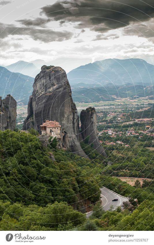 Meteora in Griechenland. Meteora ist die Klöster Natur Ferien & Urlaub & Reisen alt schön Sommer Landschaft Wald Berge u. Gebirge Architektur Religion & Glaube