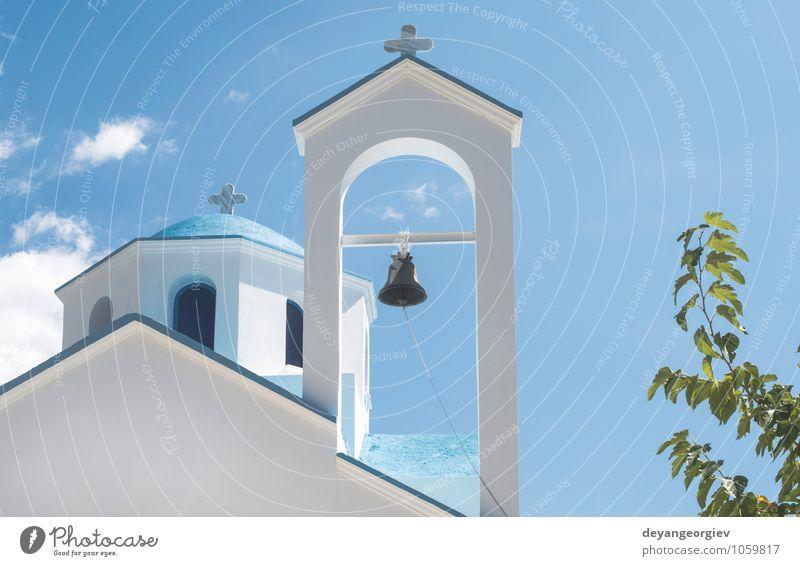 Typische weiße und blaue griechische Kirche. schön Ferien & Urlaub & Reisen Tourismus Meer Insel Himmel Dorf Gebäude Architektur Religion & Glaube Tradition