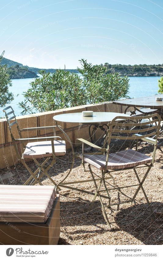 Typisches griechisches Restaurant. Kaffee Ferien & Urlaub & Reisen Tourismus Sommer Strand Meer Insel Haus Stuhl Tisch Blume Gebäude Architektur Straße alt blau